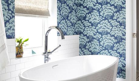 10 salles de bains sublimées par du papier peint