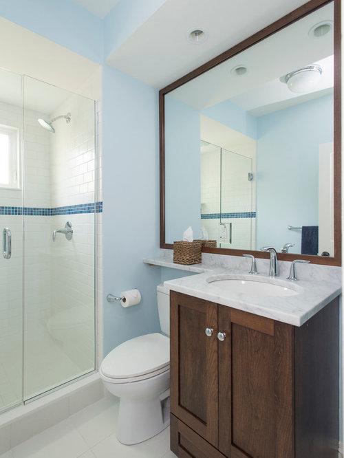 Salle d 39 eau avec un carrelage beige et un carrelage m tro for Carrelage metro chrome