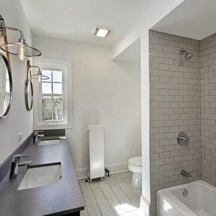 На фото: маленькая ванная комната в стиле лофт с бежевой плиткой, ванной в нише, душем в нише, керамогранитной плиткой, белыми стенами, полом из керамогранита, врезной раковиной и столешницей из искусственного кварца