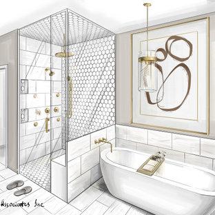 Inredning av ett klassiskt stort vit vitt en-suite badrum, med möbel-liknande, beige skåp, ett fristående badkar, en dubbeldusch, en toalettstol med separat cisternkåpa, beige kakel, keramikplattor, beige väggar, klinkergolv i keramik, ett undermonterad handfat, bänkskiva i kvartsit, beiget golv och dusch med gångjärnsdörr