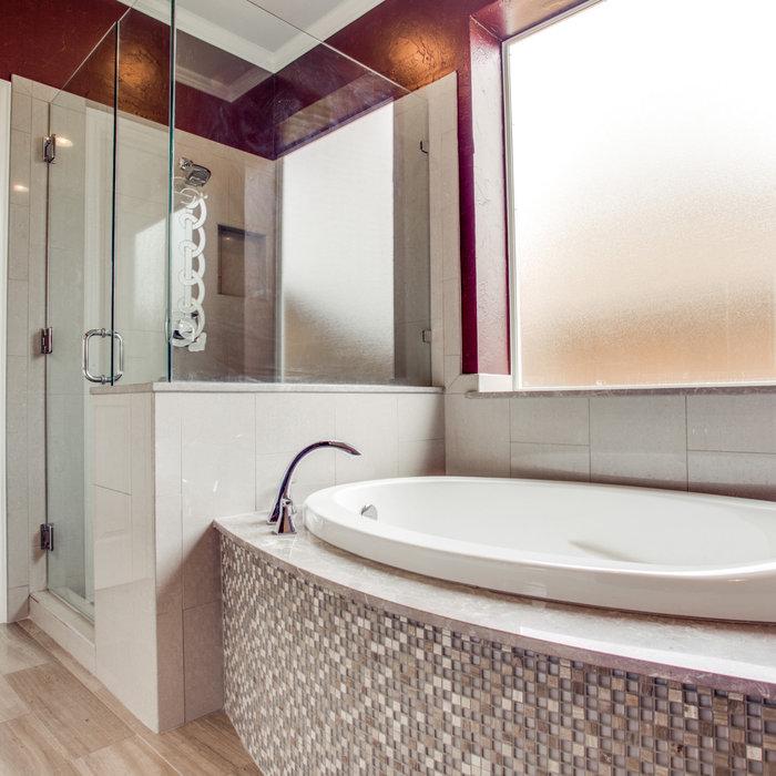 Beautiful Transitional Master Bathroom