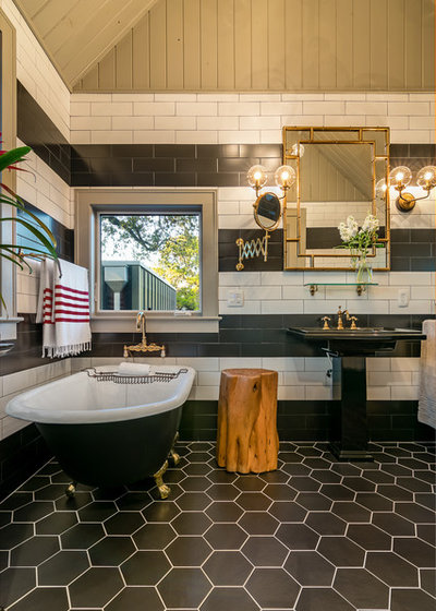 Bathroom by Camelot Custom Homes Inc.
