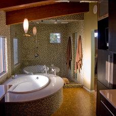 Modern Bathroom by CRFORMA DESIGN:BUILD