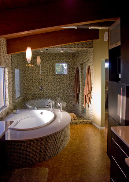 Modern Bathroom by CRFORMA DESIGN:BUILD