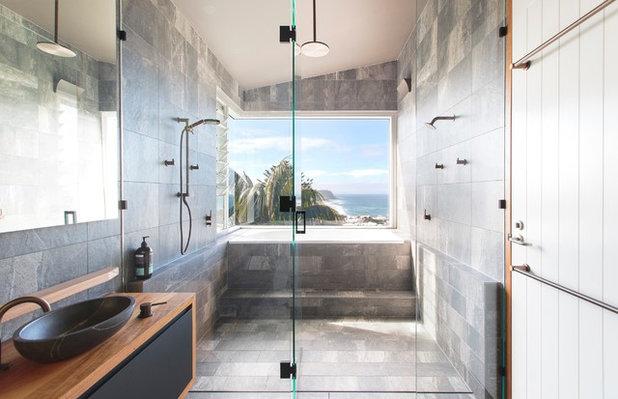 ビーチスタイル 浴室・バスルーム by Edge Commercial Photography