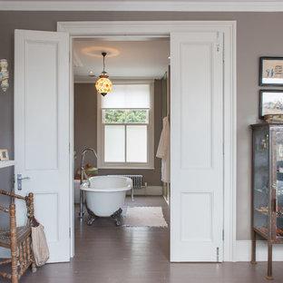 Klassisk inredning av ett badrum