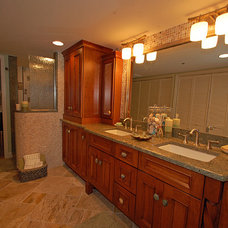 Tropical Bathroom by Brooke Eversoll, CKD – S&W Kitchens, Inc.