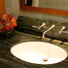 Tropical Bathroom by SH interiors