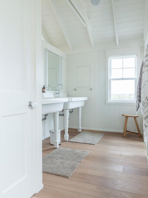 Fotos de ba os dise os de ba os con lavabo tipo consola - Banos con suelo de madera ...