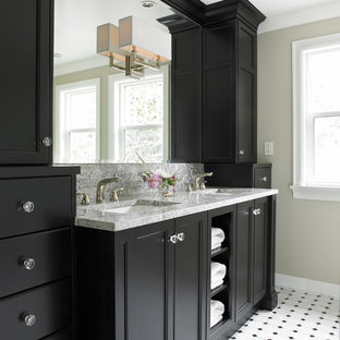 バンクーバーのトランジショナルスタイルのおしゃれな浴室 (アンダーカウンター洗面器、落し込みパネル扉のキャビネット、黒いキャビネット、白いタイル) の写真