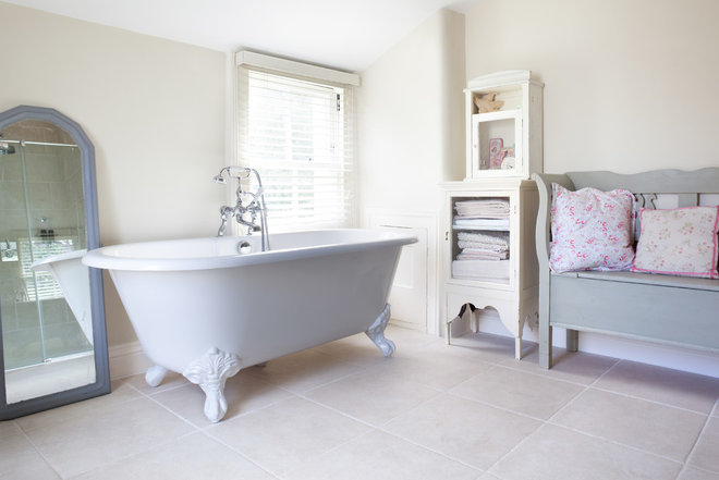 Shabby-chic Style Bathroom by Paul Craig Photography