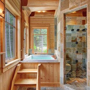 Diseño de cuarto de baño principal, rural, grande, con ducha esquinera, paredes marrones, encimera de madera, bañera encastrada, suelo gris y ducha con puerta con bisagras