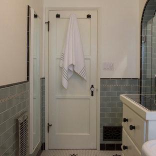 Aménagement d'une salle de bain méditerranéenne.