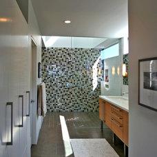 Modern Bathroom by David M. Sanders, Architect