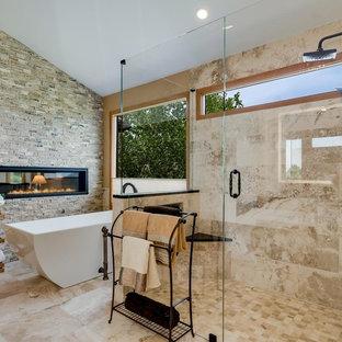 Immagine di una grande stanza da bagno padronale mediterranea con ante di vetro, ante beige, vasca freestanding, doccia a filo pavimento, piastrelle beige, piastrelle in travertino, pareti beige, pavimento in travertino, lavabo sottopiano, top in quarzite, pavimento beige e porta doccia a battente