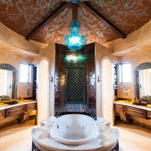На фото: с высоким бюджетом главные ванные комнаты среднего размера в средиземноморском стиле с накладной ванной, коричневой плиткой, зеленой плиткой, разноцветной плиткой, металлической плиткой и бежевыми стенами