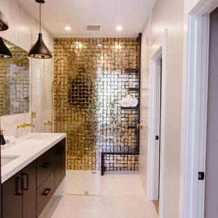 Immagine di una stanza da bagno padronale design di medie dimensioni con ante lisce, ante marroni, doccia alcova, piastrelle bianche, piastrelle di marmo, pareti bianche, pavimento in gres porcellanato, lavabo sottopiano, top in superficie solida, pavimento beige e doccia aperta