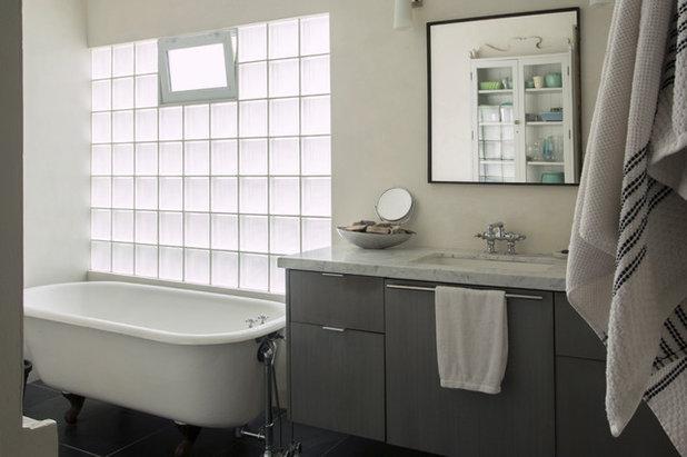 Bathroom by Margot Hartford Photography
