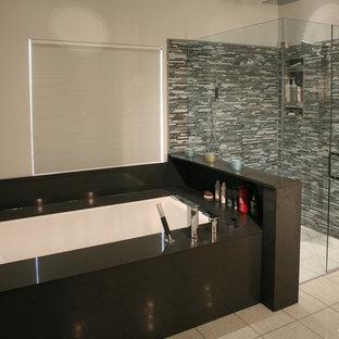 Undermounter Bain Air jet tub/ Glass curbless shower