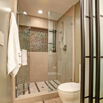 Unfolding Privacy Guest Bathroom