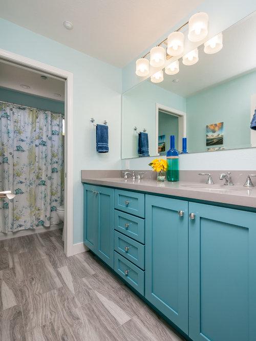 badezimmer mit blauen schr nken und porzellanfliesen design ideen beispiele f r die. Black Bedroom Furniture Sets. Home Design Ideas