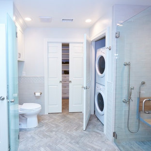 Inspiration for a mid-sized arts and crafts master bathroom in San Diego with shaker cabinets, white cabinets, a curbless shower, a one-piece toilet, gray tile, ceramic tile, grey walls, ceramic floors, an undermount sink, engineered quartz benchtops, grey floor, a hinged shower door and white benchtops.