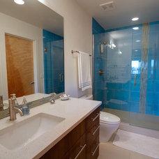 Contemporary Bathroom by Realarchitecture Ltd