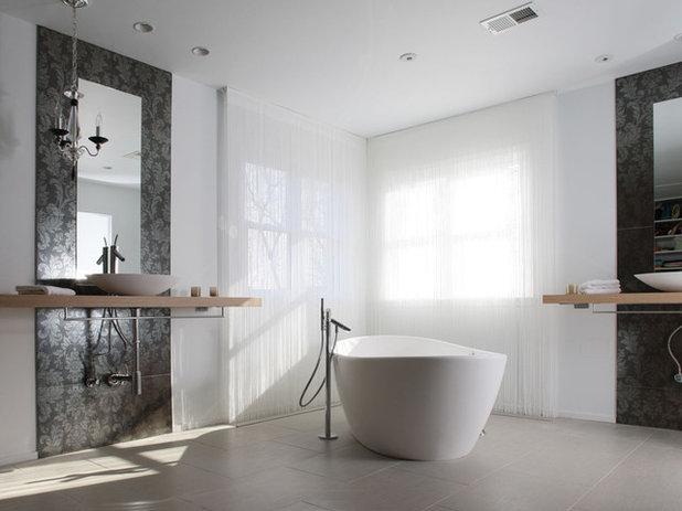 Moderno Cuarto de baño by NF interiors