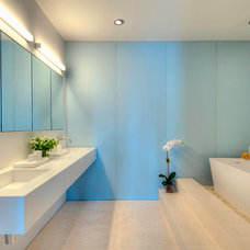 Modern Bathroom by West Chin Architects & Interior Designers
