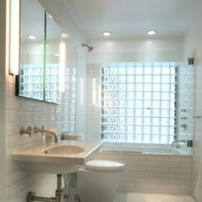 Transitional Bathroom by John M Reimnitz Architect PC