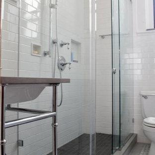 Foto di una piccola stanza da bagno con doccia chic con lavabo sottopiano, ante lisce, ante bianche, top in saponaria, doccia ad angolo, piastrelle bianche, piastrelle diamantate, pareti bianche e pavimento in marmo