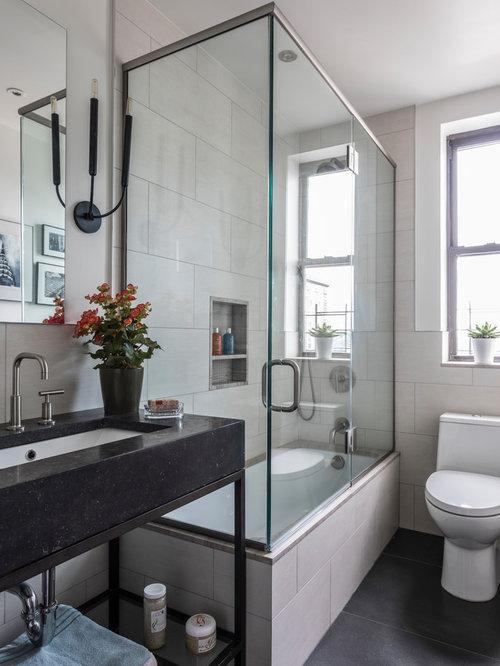 Salle d 39 eau avec une baignoire d 39 angle photos et id es - Baignoire d angle avec marche ...