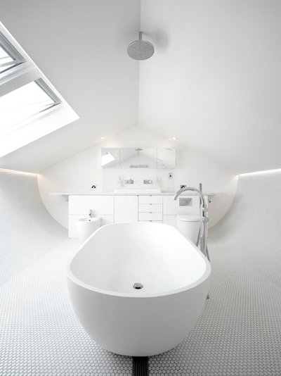Contemporary Bathroom by Carter Williamson Architects
