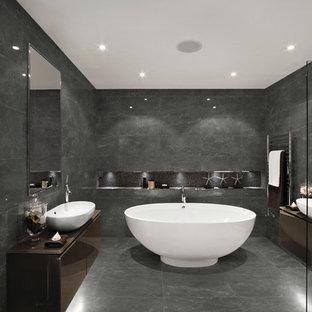 Foto di una stanza da bagno padronale contemporanea con ante lisce, ante marroni, vasca freestanding, piastrelle grigie, pareti grigie, lavabo a bacinella e pavimento grigio