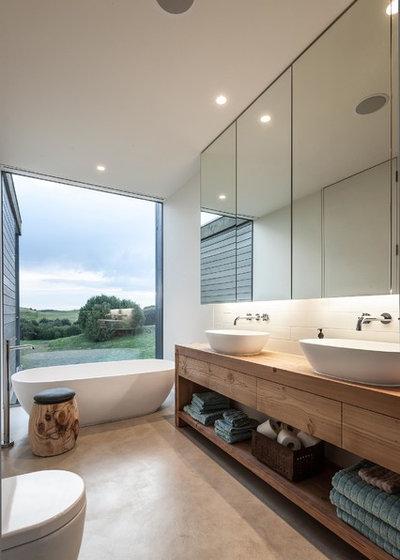 コンテンポラリー 浴室 by Urban Angles