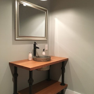 Example of a farmhouse bathroom design in Cleveland
