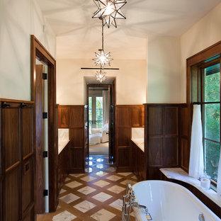 Esempio di una stanza da bagno vittoriana con vasca freestanding