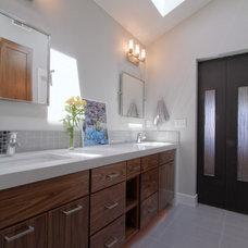 Modern Bathroom by Jordan Iverson Signature Homes