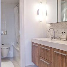 Contemporary Bathroom by BiglarKinyan Design Planning Inc.