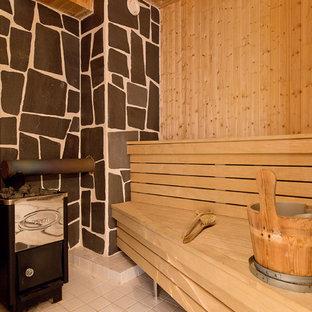 他の地域の中くらいの北欧スタイルのおしゃれなマスターバスルーム (フラットパネル扉のキャビネット、白いキャビネット、ドロップイン型浴槽、洗い場付きシャワー、白い壁、セラミックタイルの床、ベッセル式洗面器、木製洗面台、白い床、開き戸のシャワー、ベージュのカウンター) の写真