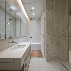 modern bathroom by Workshop/apd