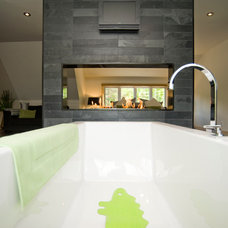 Modern Bathroom by Les Constructions MontagneArt