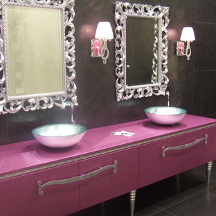 Photo of a contemporary bathroom in New York.