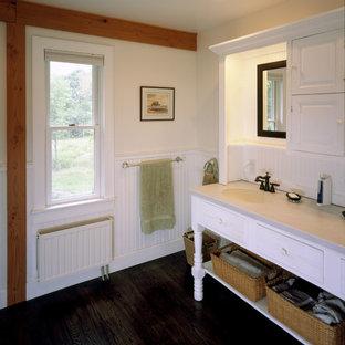 Foto di una stanza da bagno stile rurale con lavabo integrato