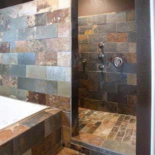 Imagen de cuarto de baño minimalista con baldosas y/o azulejos de pizarra