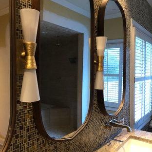 Inspiration för mellanstora amerikanska oranget en-suite badrum, med luckor med infälld panel, skåp i mörkt trä, ett platsbyggt badkar, en dusch/badkar-kombination, beige kakel, orange väggar, klinkergolv i porslin, ett undermonterad handfat, granitbänkskiva, gult golv och dusch med gångjärnsdörr