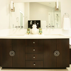 Contemporary Bathroom by Vanessa De Vargas