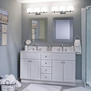 Imagen de cuarto de baño minimalista, de tamaño medio, con puertas de armario blancas, ducha esquinera, paredes grises, suelo de baldosas de cerámica, lavabo bajoencimera, encimera de acrílico y armarios con puertas mallorquinas