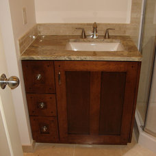 Bathroom by NEXS Cabinets Inc.