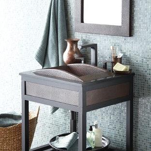 Foto de cuarto de baño de estilo zen con armarios abiertos, baldosas y/o azulejos azules, baldosas y/o azulejos en mosaico, paredes azules, suelo de pizarra, lavabo encastrado y suelo verde